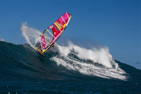 Robby Naish returns to action in Hawaii: video - Video