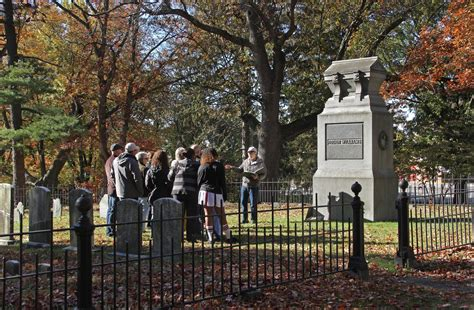 Roger Williams Park cemetery tour untangles route to