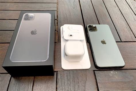 Space Gray iPhone 11 Pro Max Unboxing Photos